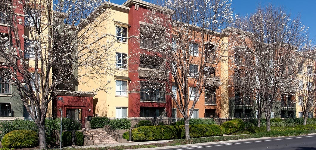 Neighborhood at Waterford Place Apartments