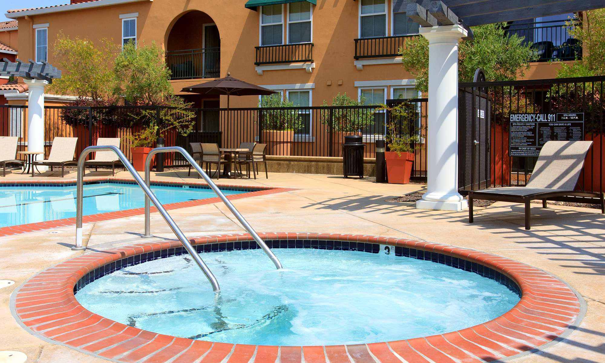 Santa Rosa Apartments Have a Relaxing Hot Tub