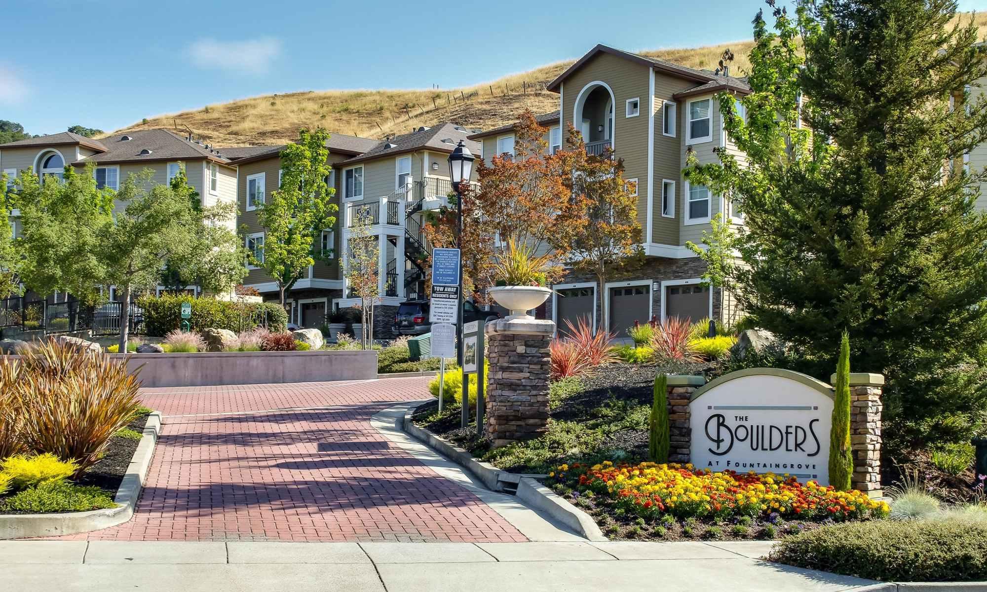 Welcoming Entrance at the Santa Rosa Apartments For Rent