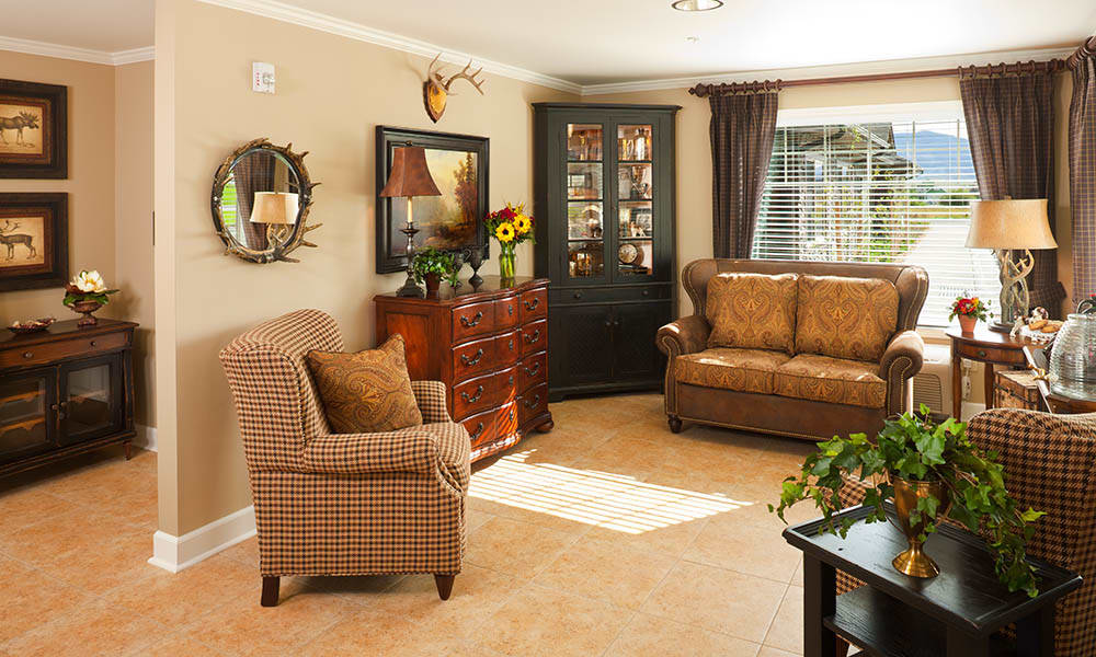 Seating Area With Comfy Chairs at Maple Glen in Glen Ellyn, IL