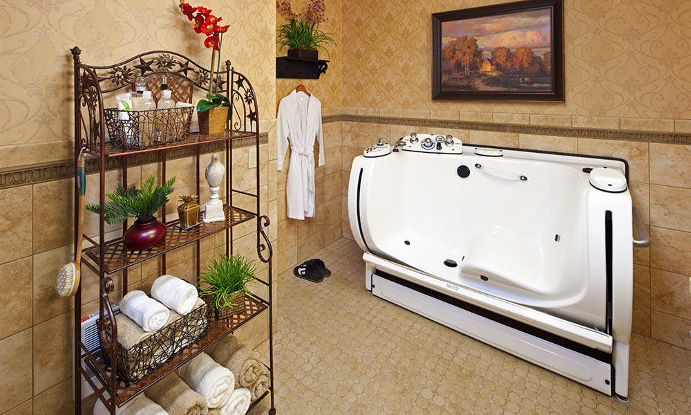 Spa Bathtub at Maple Glen in Glen Ellyn, IL