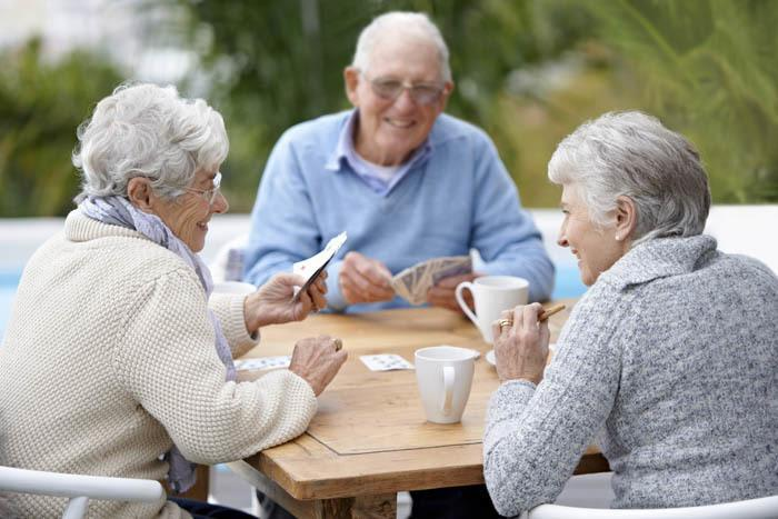 residents at The Gardens at Park Balboa playing cards