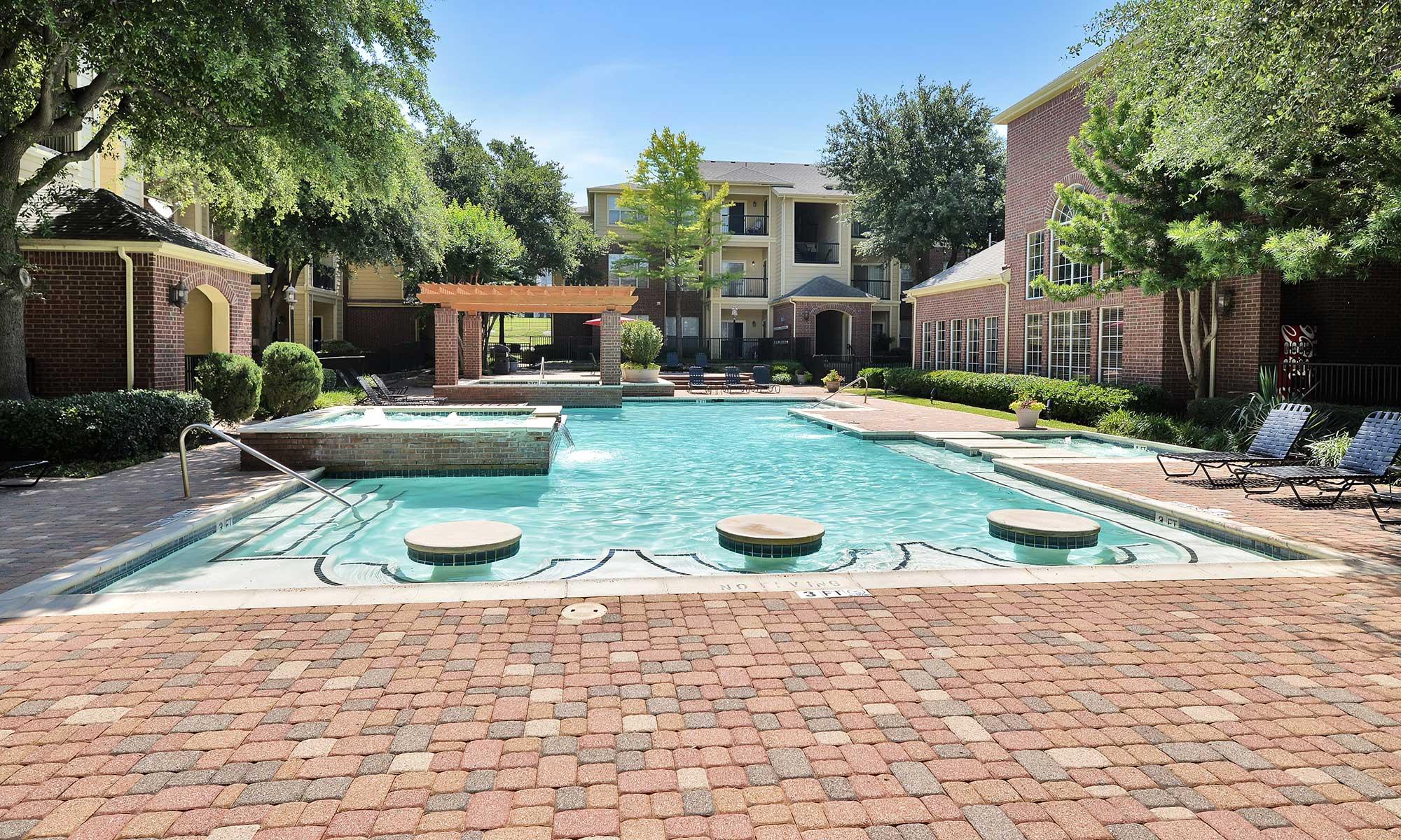 North Dallas, TX Apartments | Gates de Provence