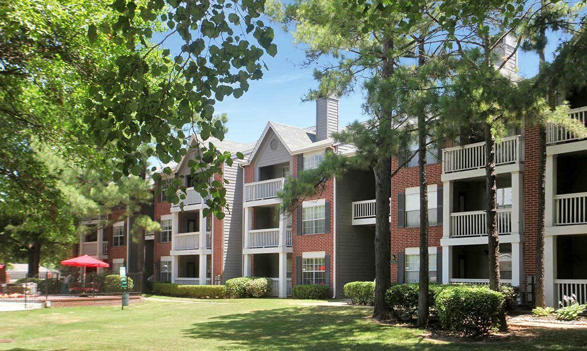 Find out why our residents love living here at Greenbriar Apartments in Tulsa; schedule your tour today!