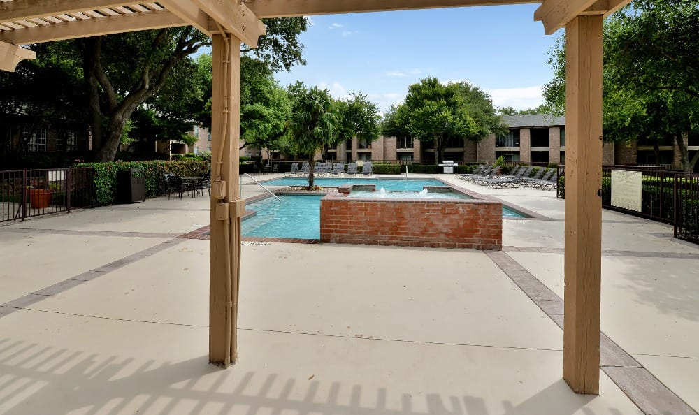 Come home to Trinity Square Apartment Homes luxury apartments in Dallas.
