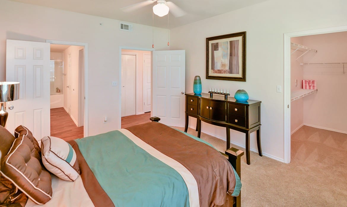 Come home to Turnberry Isle Apartment Homes luxury apartments in Dallas.