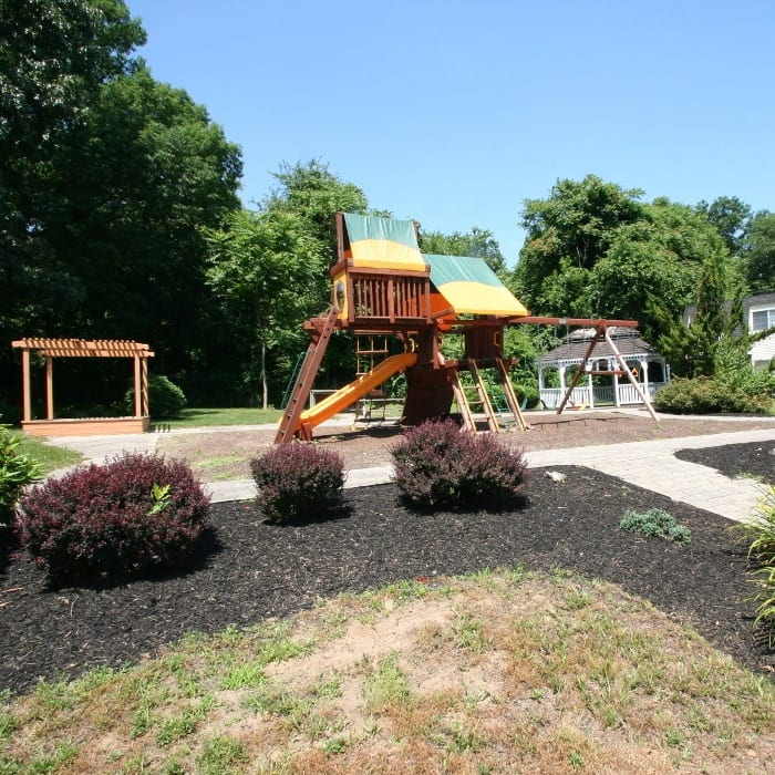 Family-friendly Apartments at The Courtyards in Edgewater Park, NJ
