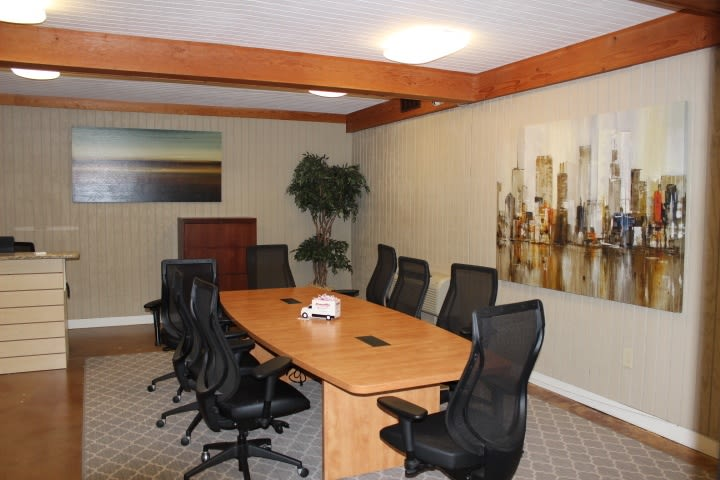 storage features at StorageMax Metro Center. Conference room