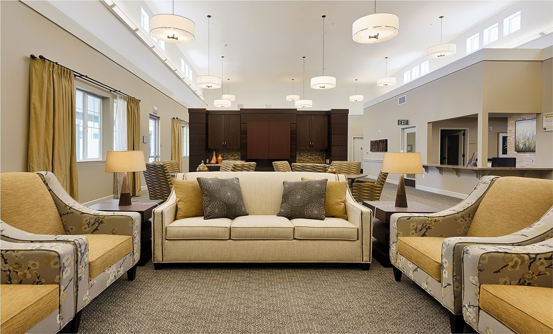 Indoor lounging area at Kingston Bay Senior Living in Fresno, California.