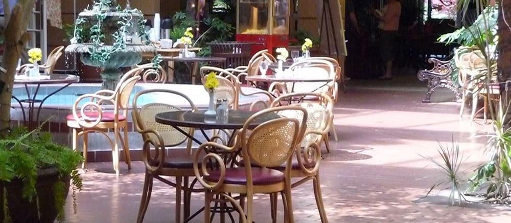 Salt Lake City senior living includes elegant outdoor dining options.