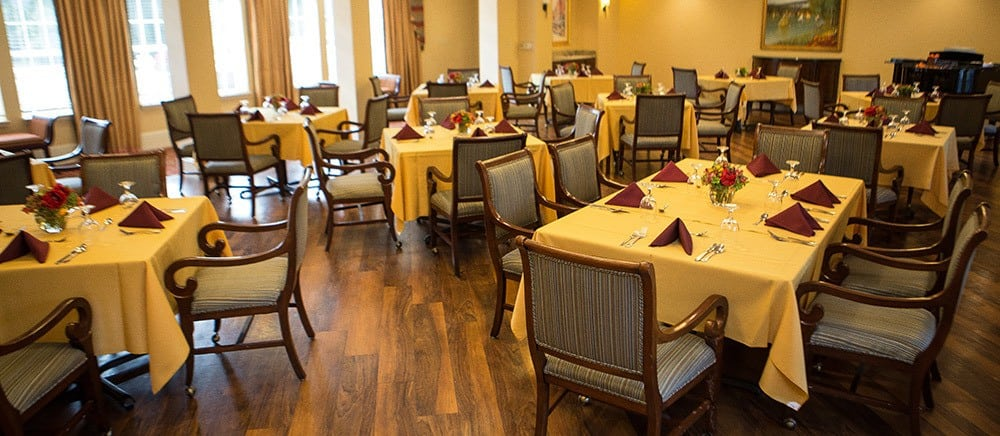 Senior living in Bala Cynwyd includes elegant dining.