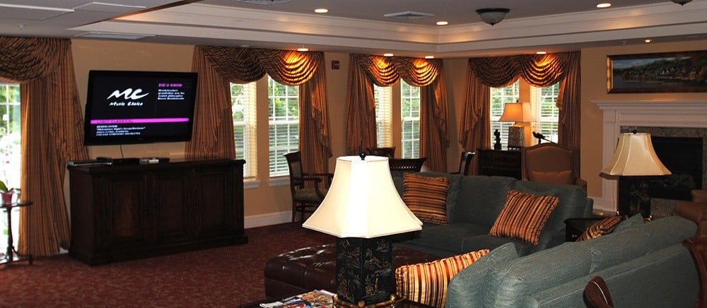 Spacious lounge in Bala Cynwyd senior living.
