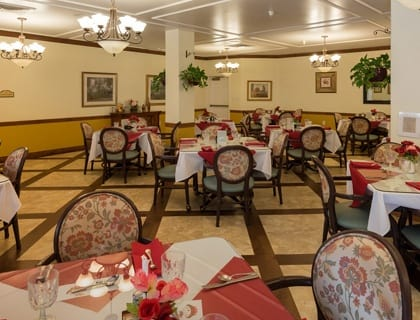 Elegant dining at senior living in Sandy.