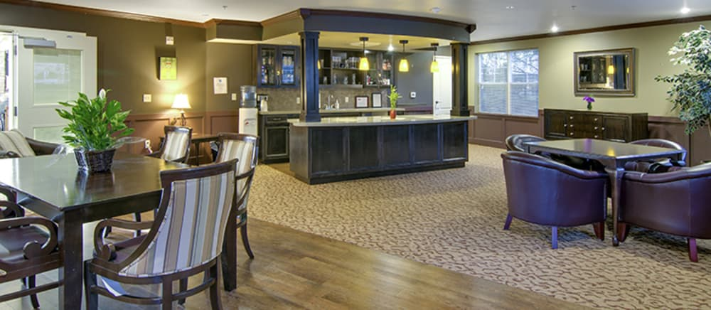 Troutdale senior living includes a bar and lounge.