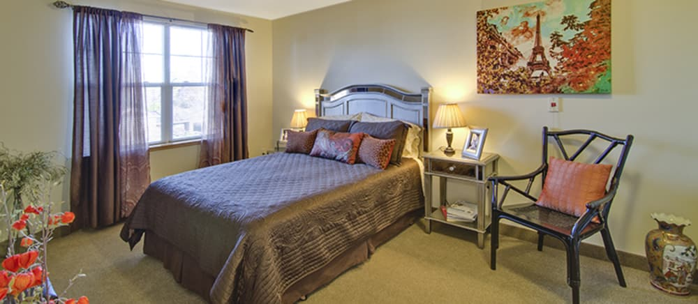 Bedroom at Troutdale senior living.