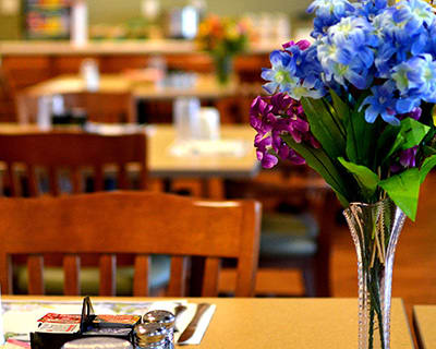Pretty flowers graces a table at Gardenview