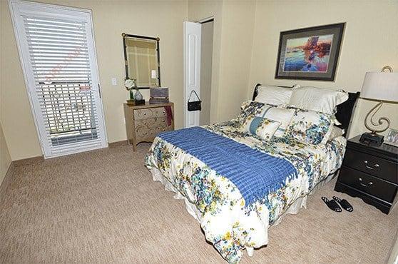 An apartment bedroom at Caliche Senior Living in Casa Grande