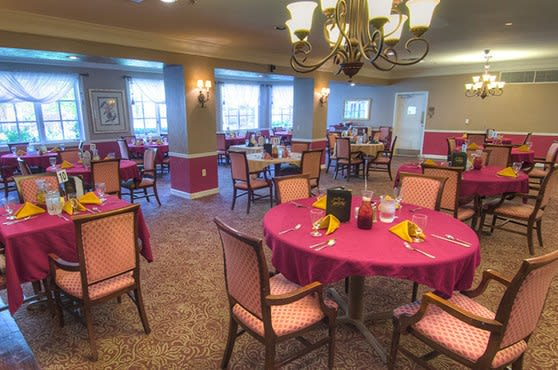 Dining Room at Mansion at Waterford Assisted Living