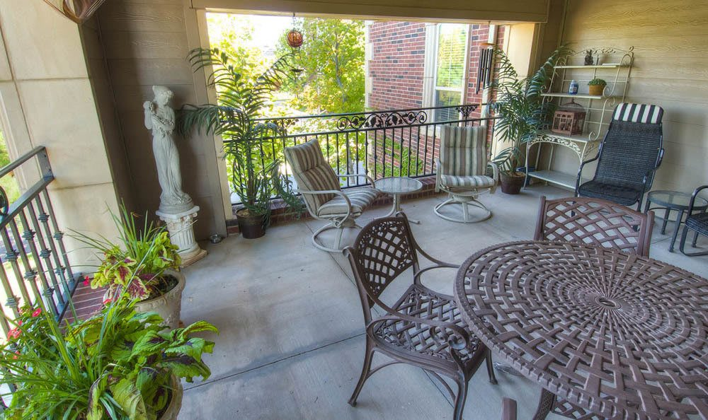 Mansion at Waterford Assisted Living Patio Dining