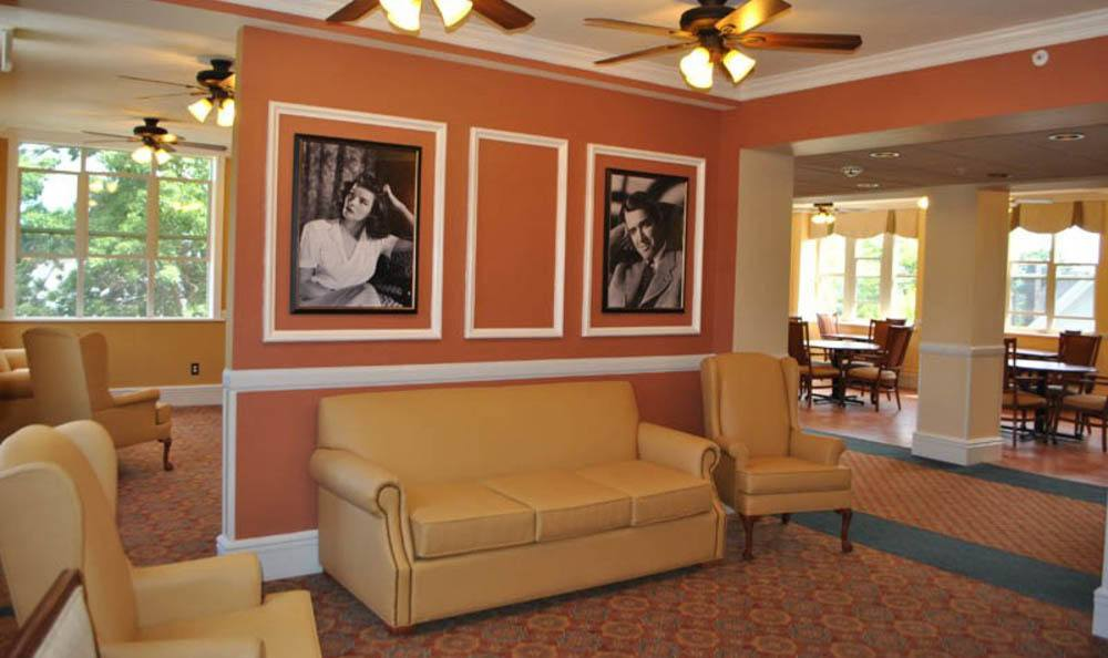 Queen Anne Manor Senior Living Lounge Area in Seattle.