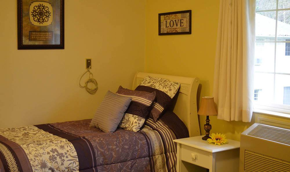 Cascade Valley Senior Living Apartment bedroom