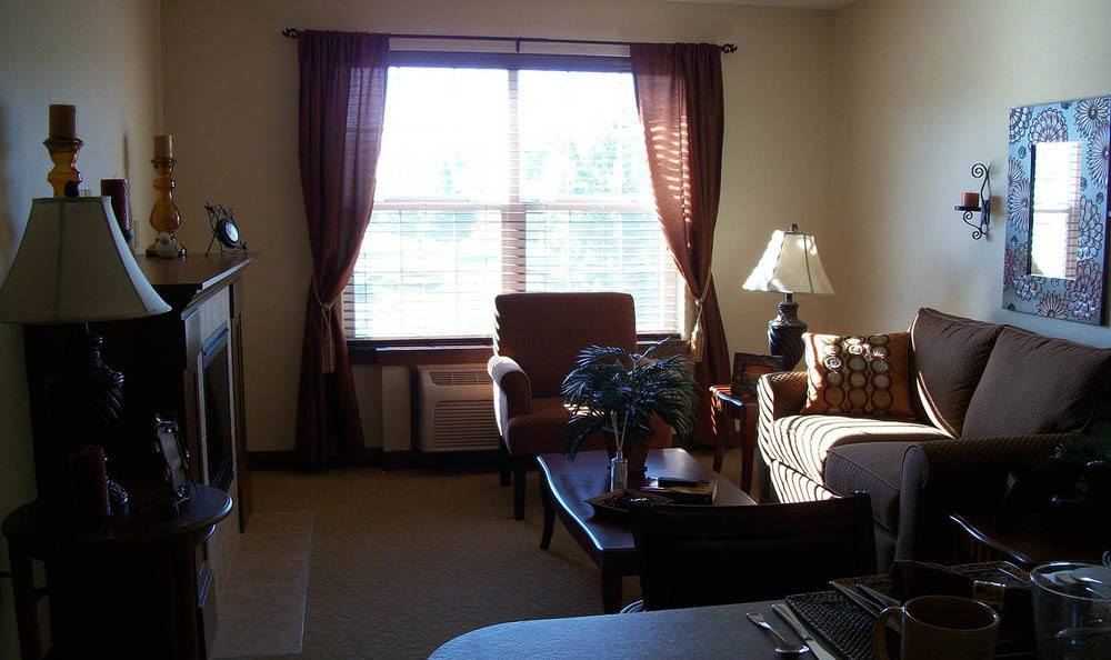 Flagstone Senior Living Living Room in The Dalles