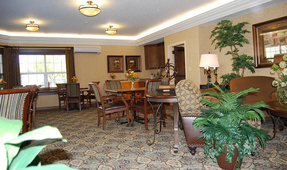 Flagstone Senior Living Dining Area in The Dalles.