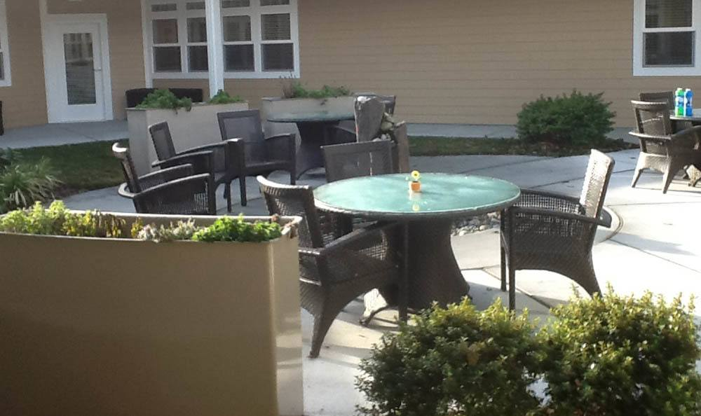 Outdoor Courtyard Seating at Senior-Living in Anacortes