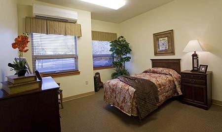 Bedroom at Senior-Living in Oregon City