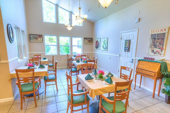 Dining room at Oak Terrace Memory Care in Soulsbyville.