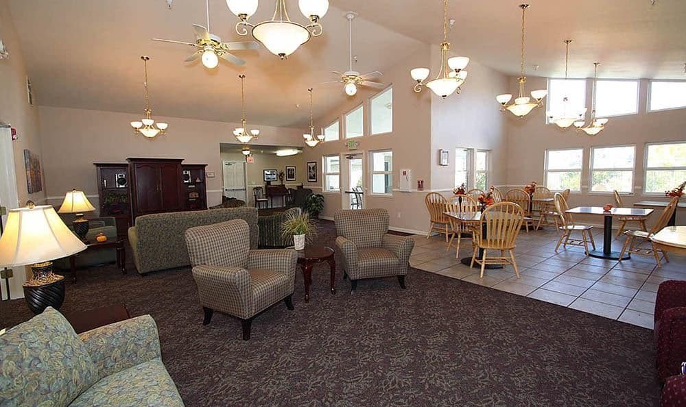 Oak Terrace Memory Care Dining Room in Soulsbyville