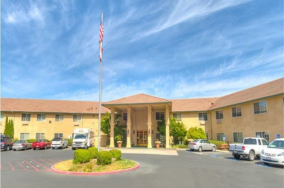 Exterior of Skyline Place Senior Living in Sonora