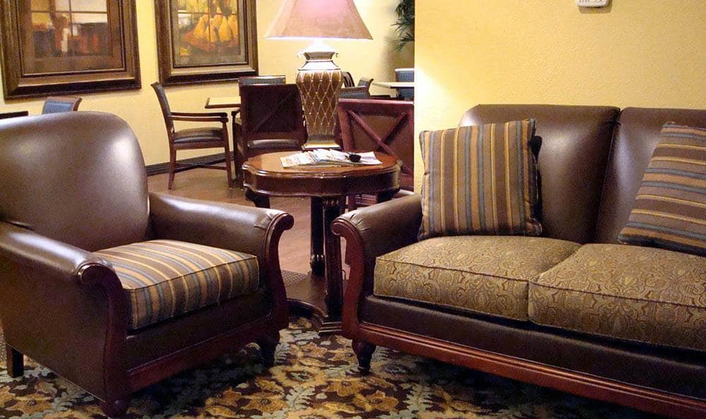 Lounging Area at Skyline Place Senior Living in Sonora.