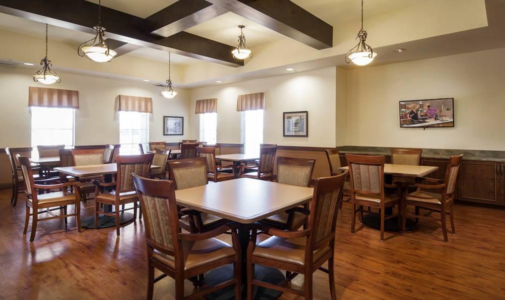 Dining Hall at White Cliffs Senior Living in Kingman