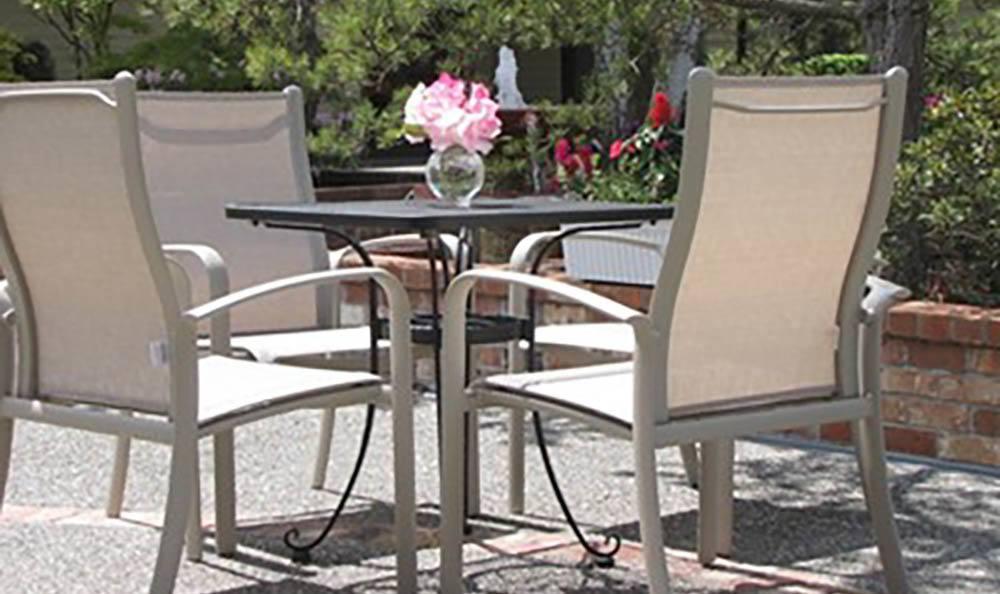 Courtyard Seating at Cap Sante Court Retirement Community