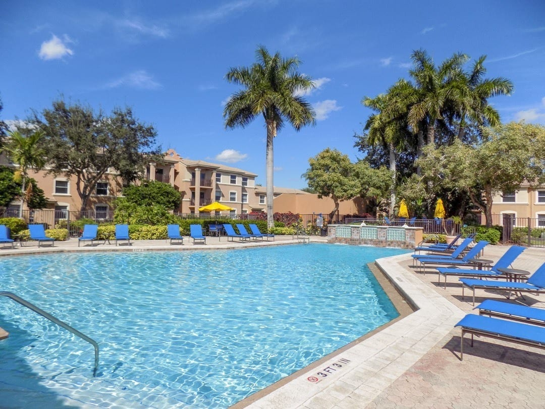 Pool and Lounge Chairs At Apartments For Rent In Pembroke Pines