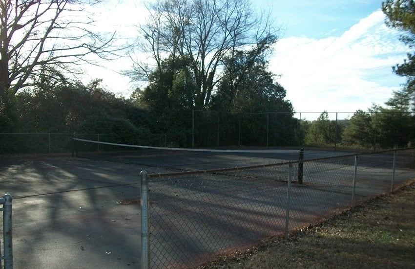 If you enjoy tennis, you'll love our on-site court at Highland Square in Greenville.