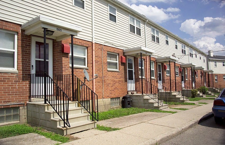Brownstone-style affordable apartments and townhomes in Dayton