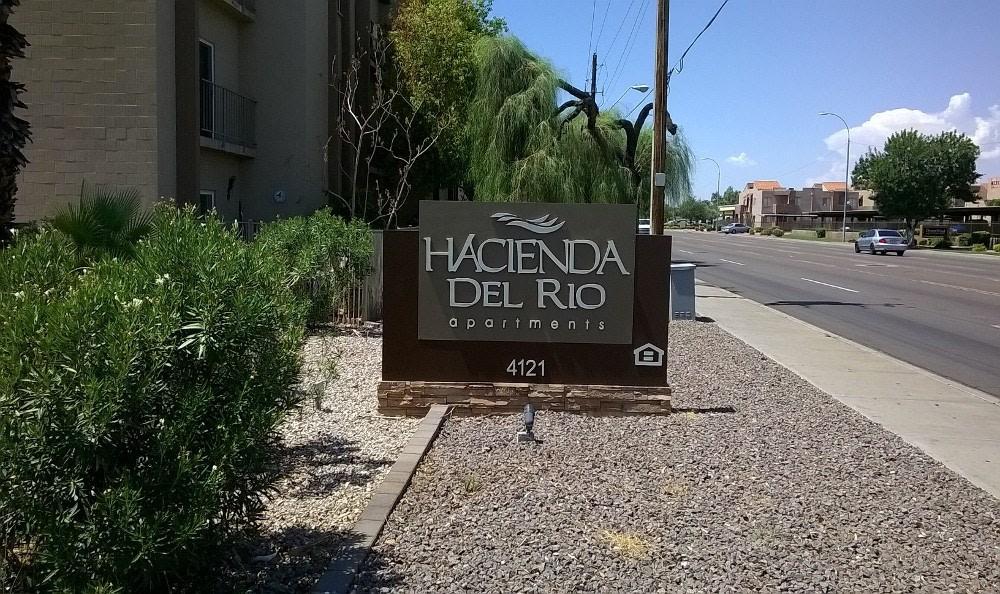 Monument Sign at Hacienda Del Rio