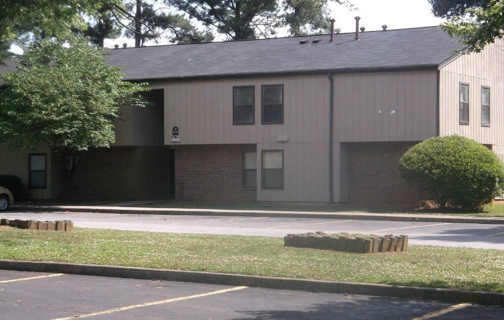 Exterior of Meadow Run Apartments in Anderson
