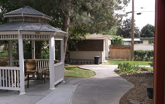 When the weather is hot, find shade under our gazebo in the courtyard at Oakhaven Apartments in Nampa.