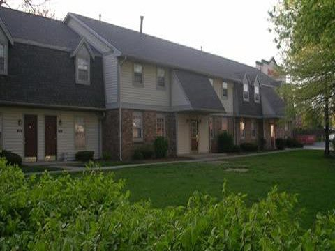 Apartment Exterior at Covington Square Apartments and Townhomes in IN.