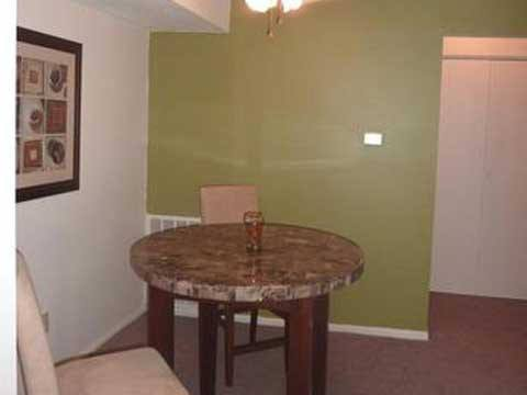 Apartment Dining Room at Fox Club Apartments