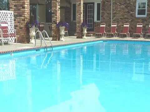 Beautiful pool at Fox Club Apartments in IN.