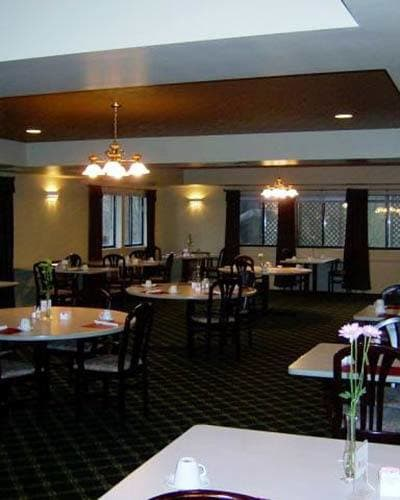Dining room at Wood Ridge Assisted Living.