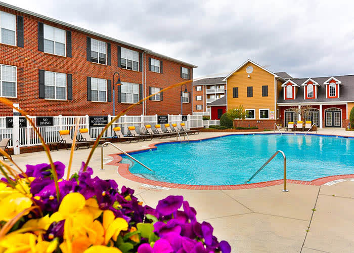 Grand Reserve at Pavilions offers an impressive list of features and amenities in Charlotte