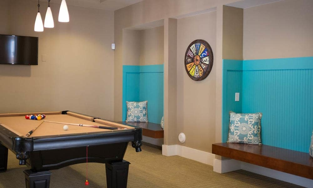 Billiards and game room at Level at 401