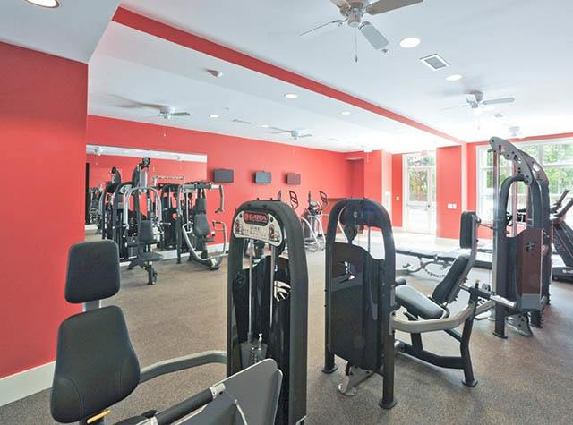 Fitness center at Level at 401
