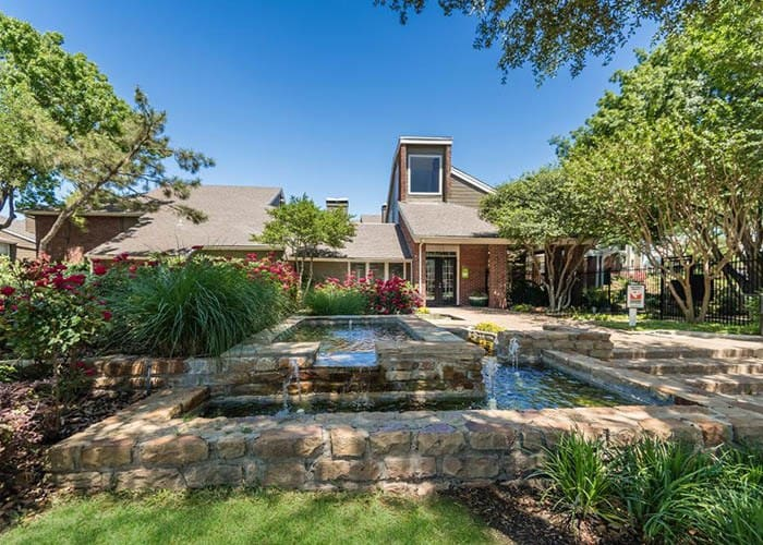 South Pointe Apartments offers an impressive list of features and amenities in Dallas