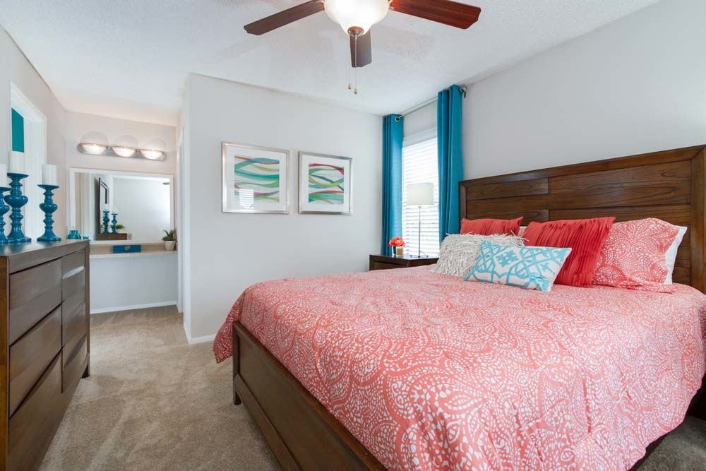 Palms at Beacon Pointe offers spacious 1 & 2 bedroom apartments for rent in Jacksonville